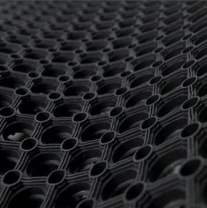 China Cheaper Rubber Hole Floor Matting pictures & photos