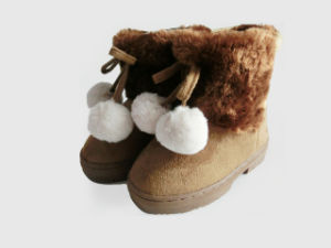 Boy and Girl Pretty Warm Soft Outdoor Snow Boots with Balls pictures & photos