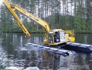 Amphibious Excavator in Swamp pictures & photos