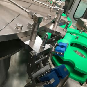 Rich Experience Factory Low Price Liquid Juice Filling Machines pictures & photos