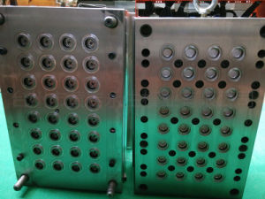 28/30/32/38mm Plastic Injection Mineral Water Cap Mould pictures & photos