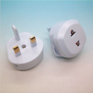 Fused Us/EU to UK AC Power Plug Travel Converter Adapter pictures & photos
