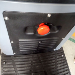 Lead Battery Powered Ride-on Floor Cleaning Machine for Big Area pictures & photos