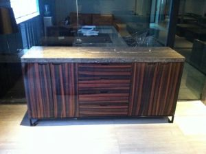 Solid Wood Veneer with Travertine Top TV Stand (TV010) pictures & photos
