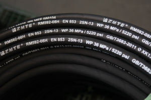 Ce Certified Black/Blue/Red Fiber Biraded Rubber Hose for Hydraulic pictures & photos