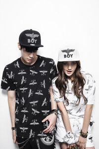 Hot Stamping Printed Men′s T-Shirt with Round Collar pictures & photos