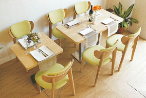 Luxury Solid Wood Cafe Table and Chairs (FOH-BCA27) pictures & photos