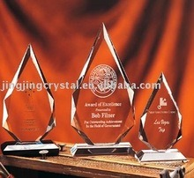 New Fashion Crystal Glass Trophy Award for Decoration Business Gift (JD-CB-572) pictures & photos