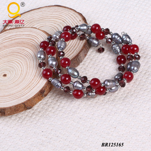 2014 Trendy Pearl Crystal Stone Large Coil Bracelet (BR125165) pictures & photos