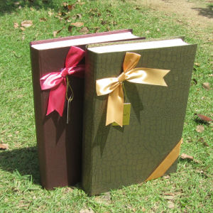 Book-Shaped Cardboard Chocolate Box Candy Box with Bowknot pictures & photos