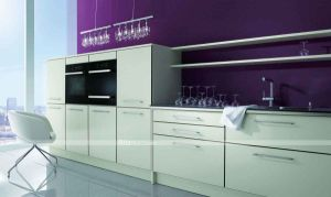 Home Furniture 2014 Made in China High Gloss Kitchen Cabinet Wood Kitchen Cabinet pictures & photos