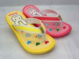 Childern′s EVA Fashion Cartoon Flip Flops for Travel (21GL1608) pictures & photos