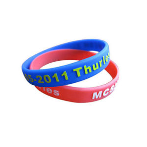 Wholesale Embossed Printed Silicone Wrist Band pictures & photos