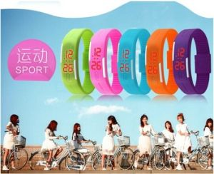 Manufacturer Promotional Cheap Wrist Band Sport Silicone LED Watch pictures & photos