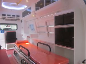 Toyota Hiace Super High Roof 3.0L Diesel Luxury Ambulance pictures & photos