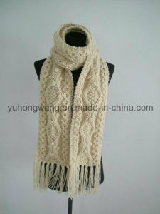 Customized Handmade Acrylic Knitted Crochet Scarves, Scarf pictures & photos