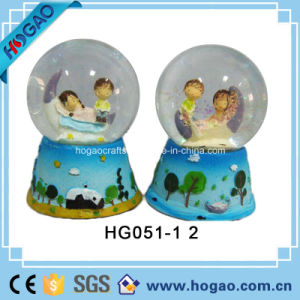 Polyresin Valentine′s Day Snow Globe (HG149) pictures & photos