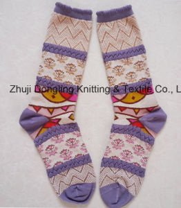Factory Wholesales Knitted Flower Jacquard Women Cotton Tube Socks pictures & photos