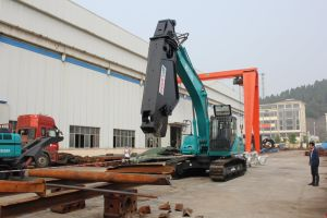Shear with Excavator /Scrap Steel Recycling Machine/Walking Shear pictures & photos