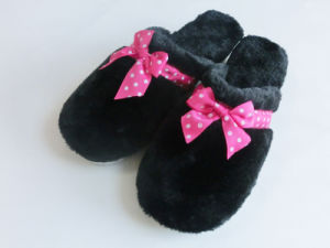 Ladies Indoor Nice Soft Home Slipper for Winter with Plush pictures & photos