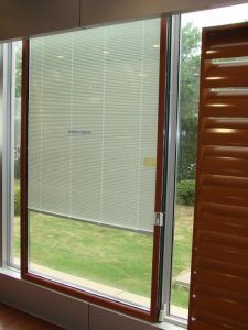 Aluminum Frame Double Glass with Blinds Inside Sliding Door pictures & photos