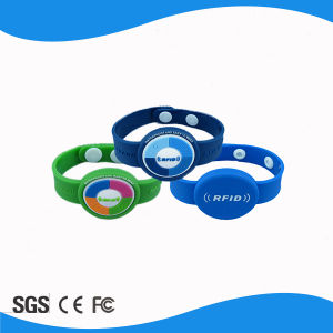 Factory Price Passive 125kHz RFID Adjustable Silicone PVC Wristbands pictures & photos