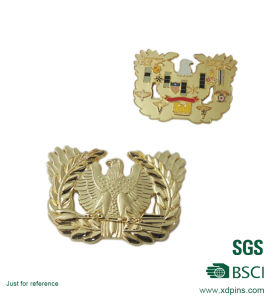 Chinese Factory Supply Gold Enamel Lapel Pins Gold Badge pictures & photos