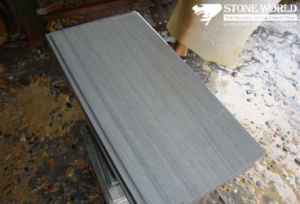 Grey Wood Sandstone Tiles for Wall/Flooring (CS072) pictures & photos