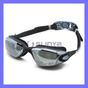 PC Lens Wide Angel View UV Protection Anti Fog Swimming Goggles pictures & photos