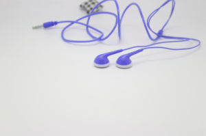 MP3 Crystal Stereo China Factory Best Sound Flat Cheap Earphone pictures & photos