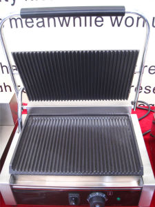 Hot Sale Electric Panini Sandwich Grill for Grilling Sandwich (GRT-810B) pictures & photos