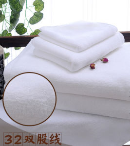 100% Cotton Super Soft Egyptian Shower Towels for Hotel pictures & photos