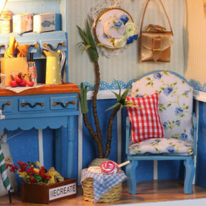 Simple Home Decoration Doll House with Clock Model pictures & photos
