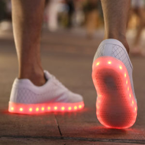 2017 Spring Brogue Style LED Yeezy Shoes with 7 Colors Light Changing pictures & photos