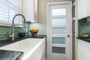 5 Glass Panel Pantry White Door Kitchen pictures & photos