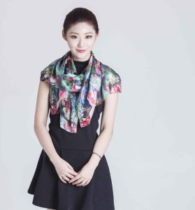 2017 Factory Direct Sale 100% Silk Spring and Summer Scarf pictures & photos