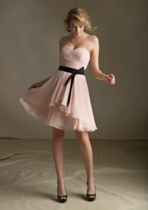 Pink Chiffon with Satin Black Sash Homecoming Short Bridesmaid Dresses pictures & photos