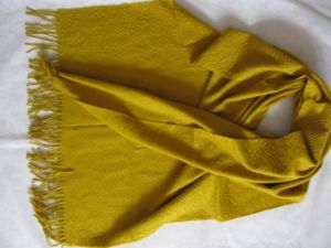 Bubbles Pleated Shawl Wrap pictures & photos