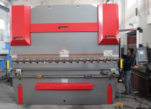 Digital Display Hydraulic Press Brake/Bending Machine (WC67Y-125T/2500 E10) pictures & photos