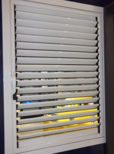 High Quality Customized Aluminum Shutter Windows pictures & photos