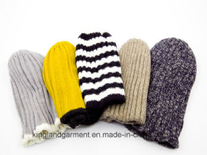 100% Acrylic Knitted Hat with Striped Brim pictures & photos