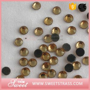 Factory Price Supply China a Crystals for Heating on Clothes pictures & photos
