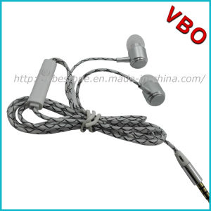 High Quality Metal Earphone, Mobile Phone Earphone, Earphone with Mic pictures & photos