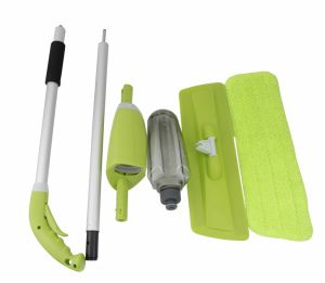 2015 New Popular Cleaning Microfiber Spray Mop pictures & photos