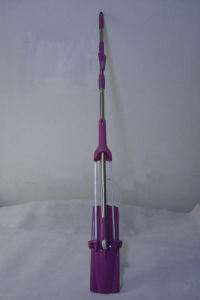 New Design Microfiber Flat Mop W/Squeeze Dry & Cleaning Brush pictures & photos
