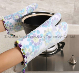 Heat Insulation Silicone BBQ Glove for Grilling, Baking and Cooking Sg24 pictures & photos