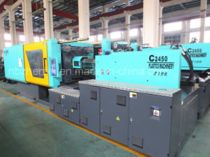 Plastic Injection Molding Machine for 658t with Hopper Dryer