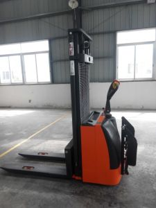 Niuli Full Stacker with Different Loading Capacities pictures & photos