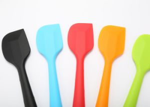 Practical Food Grade Silicone Scraper Cake Spatula pictures & photos