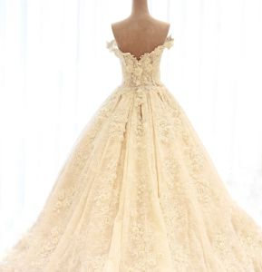 Cap Sleeves Bridal Gowns Ruffles Lace 3D Flowers Wedding Dress 2018 W17811 pictures & photos